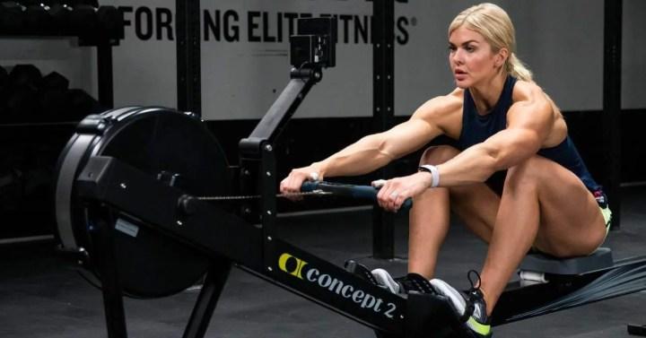 ¿Qué músculos trabaja la máquina de remo?