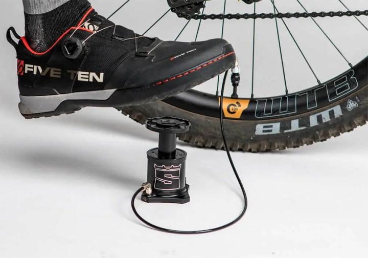Herramientas necesarias para reparar un neumático de bicicleta