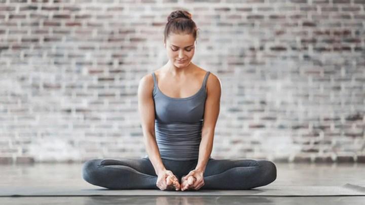 Pose de yoga para estirar los aductores