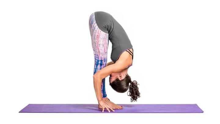 Poses de yoga que puedes hacer en lugar de trabajo