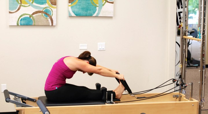 Ejecutar el Roll-Up en el Pilates Reformer