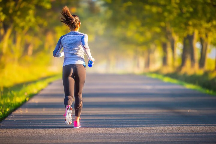 ¿Cómo evitar dolores en la espalda baja después de correr?