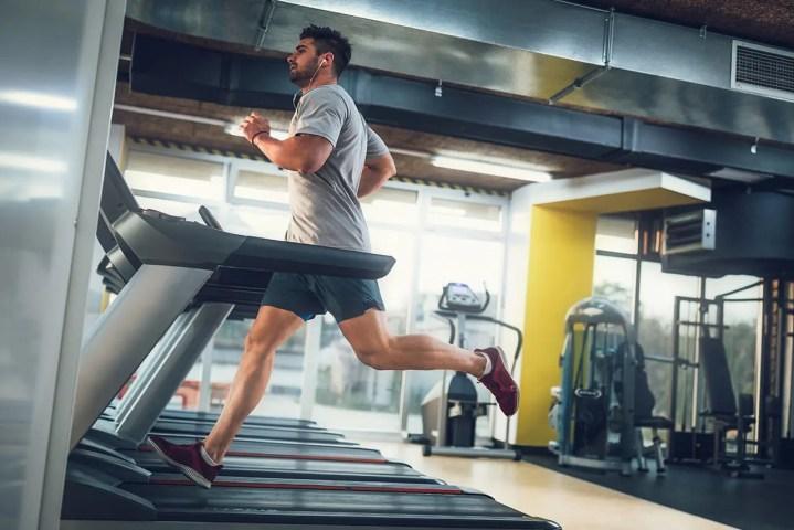 Mejores máquinas para hacer ejercicio cardiovascular en el gimnasio
