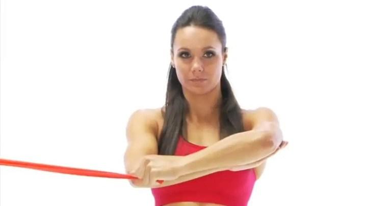 Rotaciones externas de hombro para mejorar postura corporal