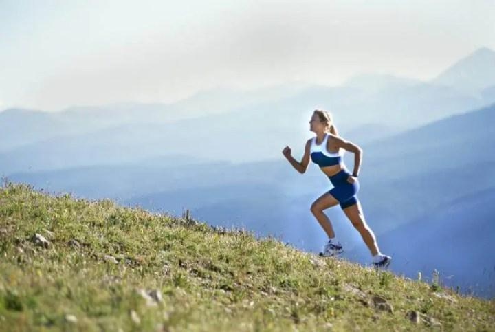 Correr en colinas aumenta tu rendimiento en la maratón