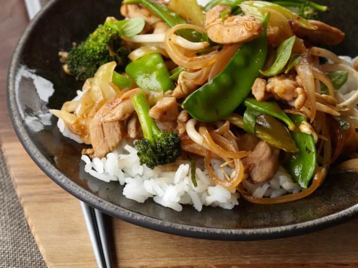 Receta de ensalada asiática de pollo salteado