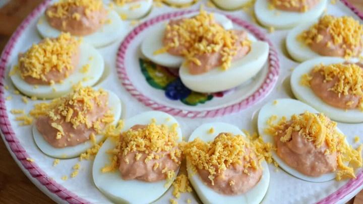 Receta de huevos con hummus