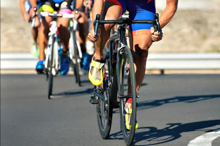 Cómo debe un ciclista entrenar los gemelos