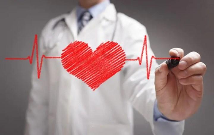 Consecuencias cardiovasculares de restringir demasiado el sodio