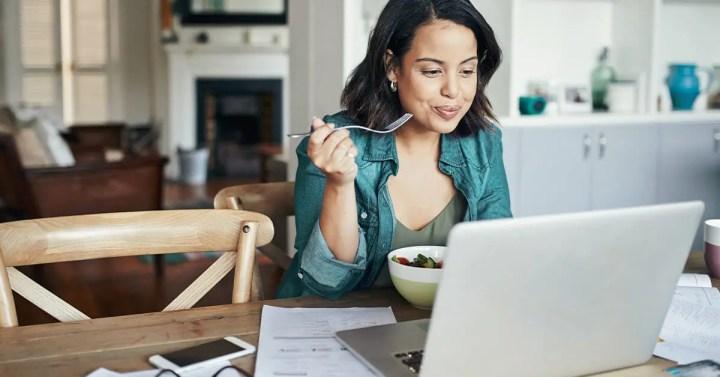 Cómo evitar comer calorías de más por estrés