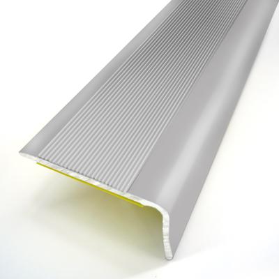 Nez De Marche Adhesif Strie Aluminium Larg 24mm Long 110cm 3m 1249272 Sol Et Mur Interieur L Entrepot Du Bricolage