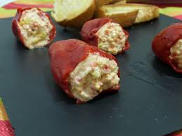 Pimientos del piquillo rellenos de queso y cangrejo