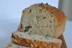 Pan de aceitunas en molde