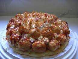 Tarta saint honore rellena de nata montada o crema