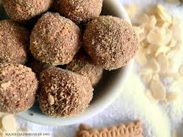 Bolas de almendra y chocolate