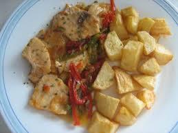 Patatas en fritada con atún