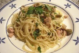 Espaguetis con atún y setas