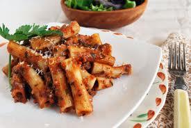 Rigattonis en salsa bolognesa