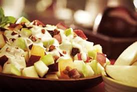 Ensalada con manzanas, nueces y pasas