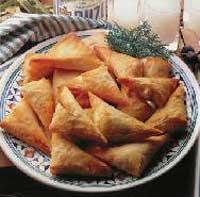 Empanadas de kaséri con ensalada de roble