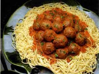 Serranía de espaguetis con albóndigas