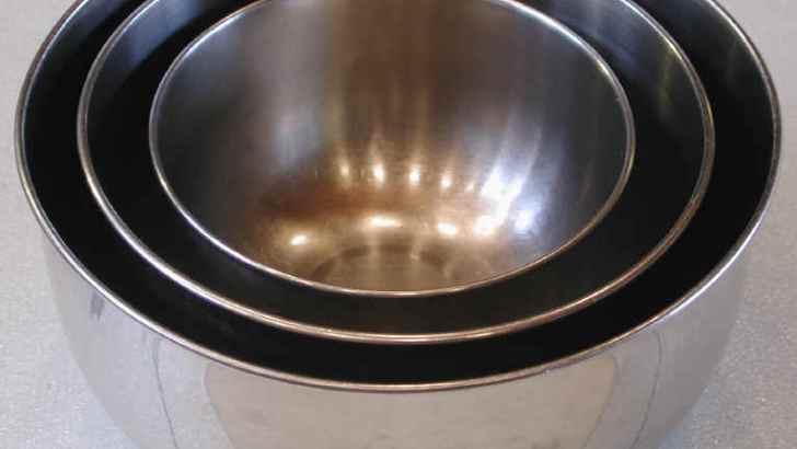 La heladera y bowls para preparar helados (I)