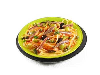 Espaguetis con anchoas y alcaparras