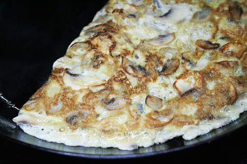 Tortilla de cebolla y champiñones