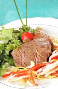 Filetes de res con verduras