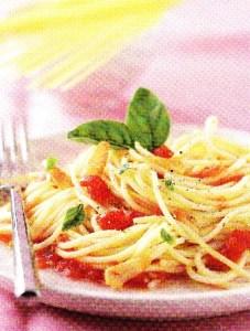 Pasta con tomate fresco