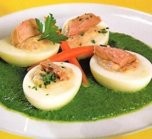 Huevos duros con crema de espinacas