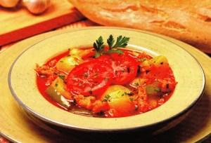 Sopa de patatas con bacalao y tomate