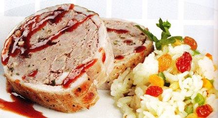 Relleno de bacalao en un plato de carne