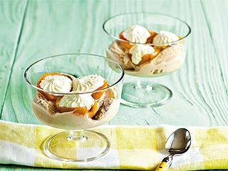 Nísperos en almíbar con helado de turrón