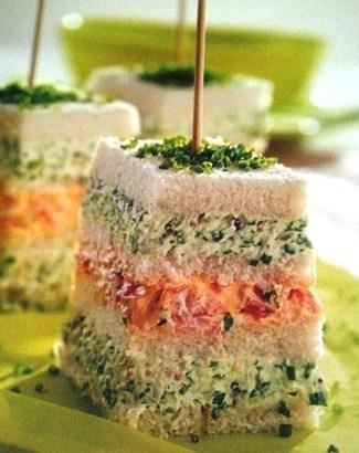 Pastel de pan de molde con queso fresco y jamón cocido