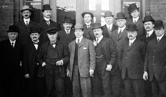 Los miembros de la Motion Picture Patents Company (MPPC). El tercero desde la izquierda, es Thomas Alva Edison.