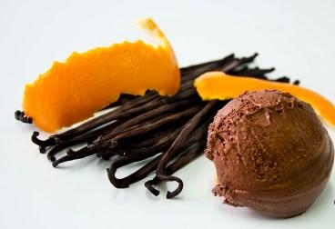 Bombón chocolate, naranja, vainilla