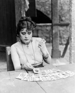 """Theda Bara en la película """"Carmen"""" (1915)"""