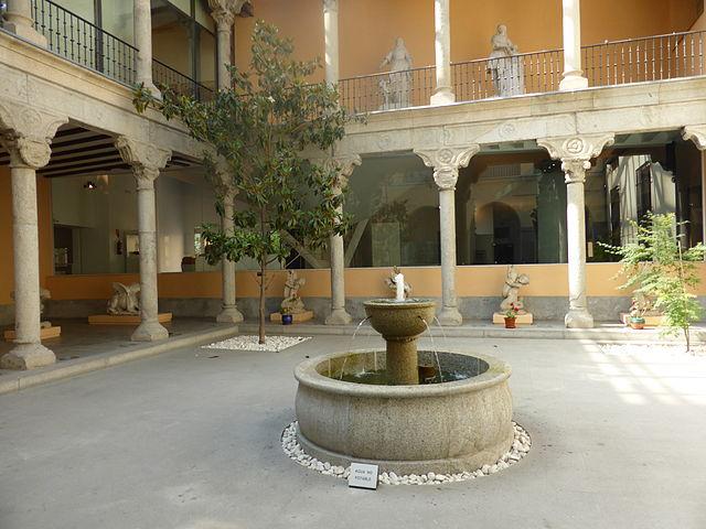 Patio_renacentista_del_Museo_de_San_Isidro,_de_Madrid