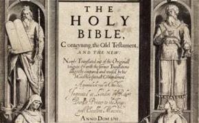 """En esta publicación de la Biblia en 1611 se omitió el """"no"""" en uno de los diez mandamientos, por lo que uno de ellos decía: """"Cometerás adulterio""""."""