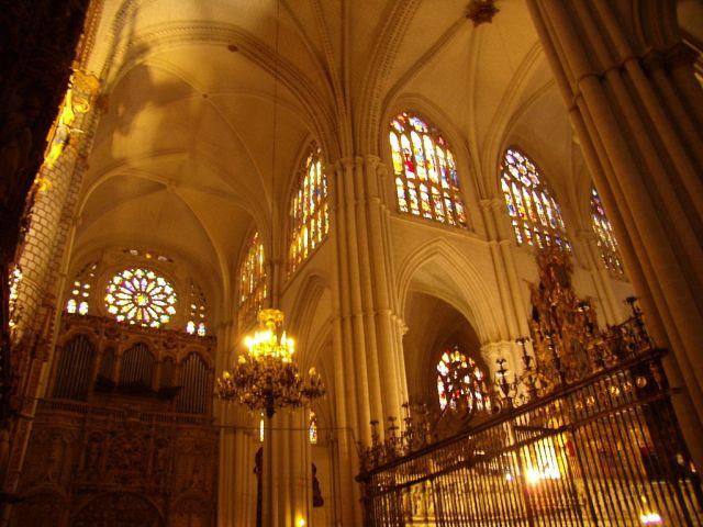 1024px-Catedral_de_Toledo_Interior