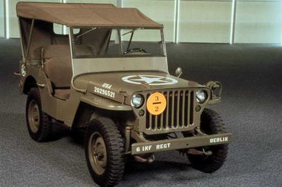 Modelo Jeep de 1943 que forma parte de la colección del Museo Walter P. Chrysler en la localidad estadounidense de Auburn Hills. Muchos de los detalles de los primeros Jeep, como la rejilla frontal, los faros redondos o la forma del guardabarros, se mantienen en los actuales modelos de Jeep incluido el nuevo Renegade. Foto: Jeep / Handout