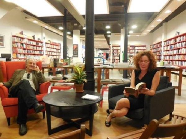 """Con Cristina Fallarás en la librería Documenta de Barcelona presentando """"Te arrastrarás sobre tu vientre""""."""