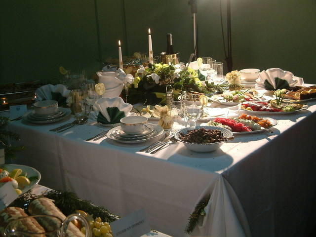 christams-table-1170478-640x480