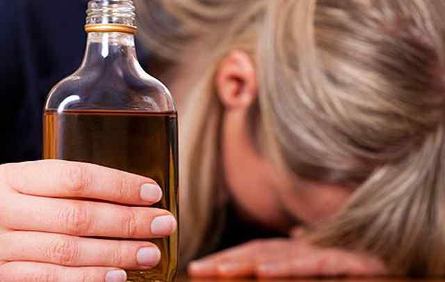 consecuencias-del-alcoholismo-femenino