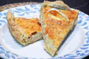 Receta de quiche supreme, quiche de cebolla caramelizada y queso de cabra preparada sin thermomix. Aperitivo o merienda deliciosa.