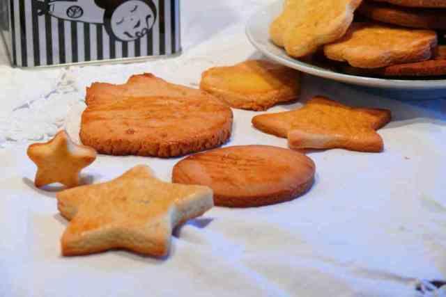 Esta receta de galletas de miel es distinta a las galletas de mantequilla, así podemos variar y dar a los peques de la casa galletas de distinto sabor.