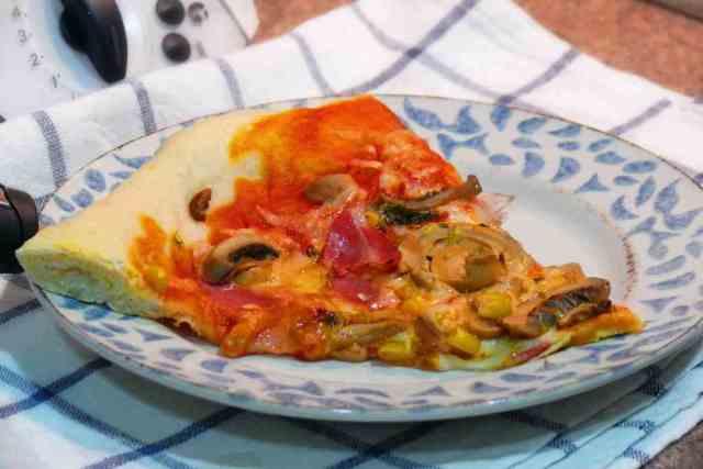 La pizza domino´s de hoy la hemos preparado en casa con harinas de mercadona, y con ingredientes muy caseros y habituales en la cocina.