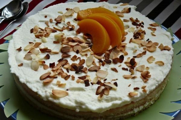 tarta de bizcocho y melocoton