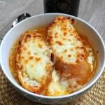 Sopa de cebolla con queso gratinado